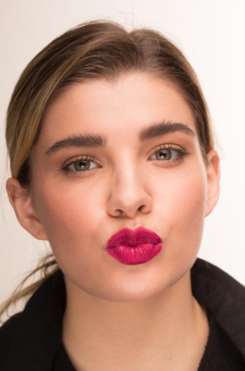 girl kiss red lips