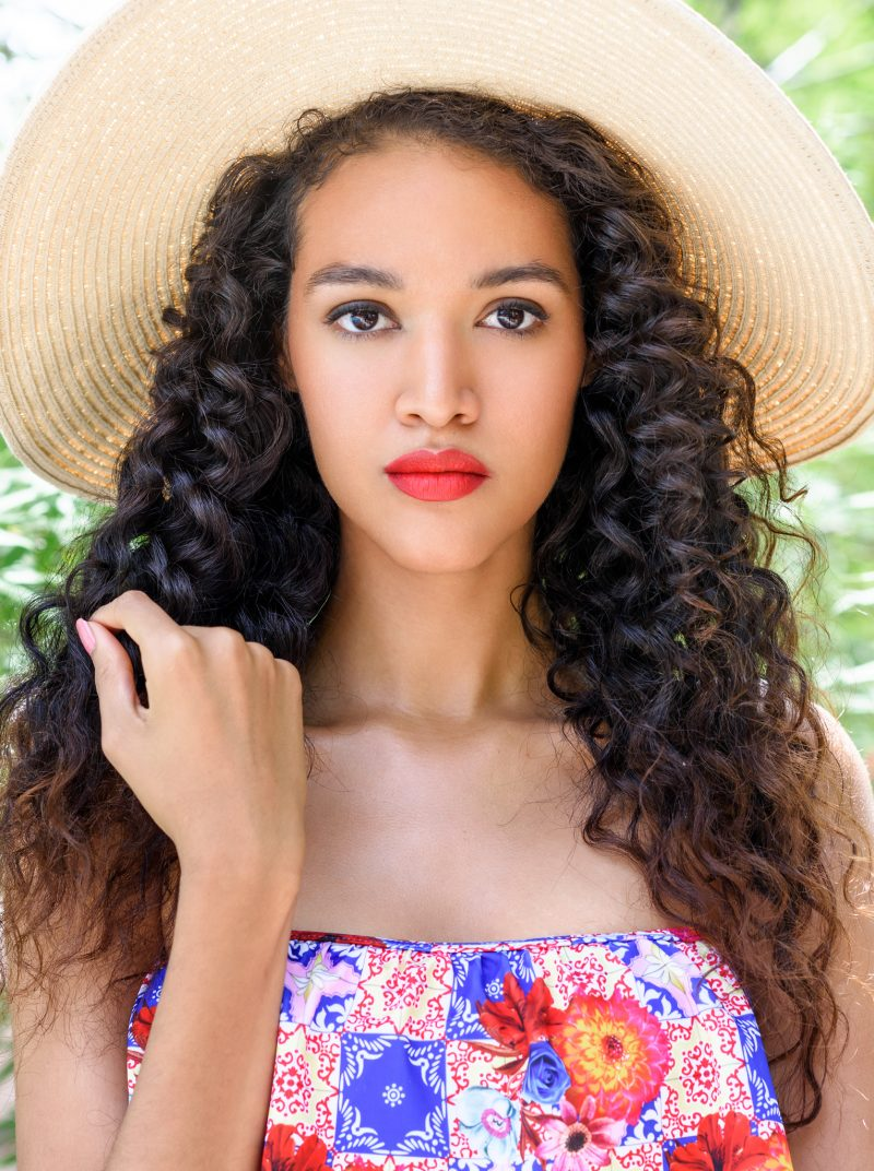 curly hair and beach hat