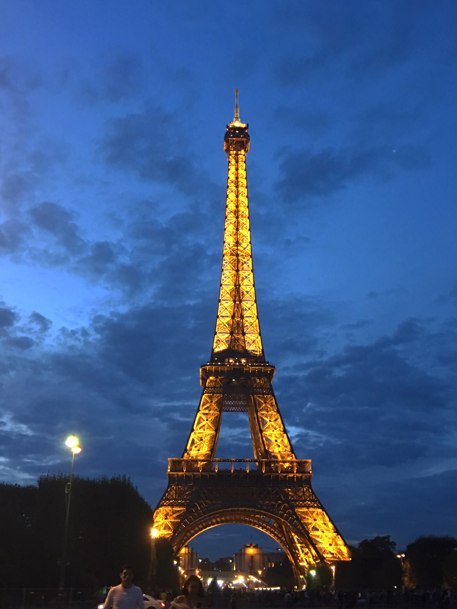eiffle tower at night
