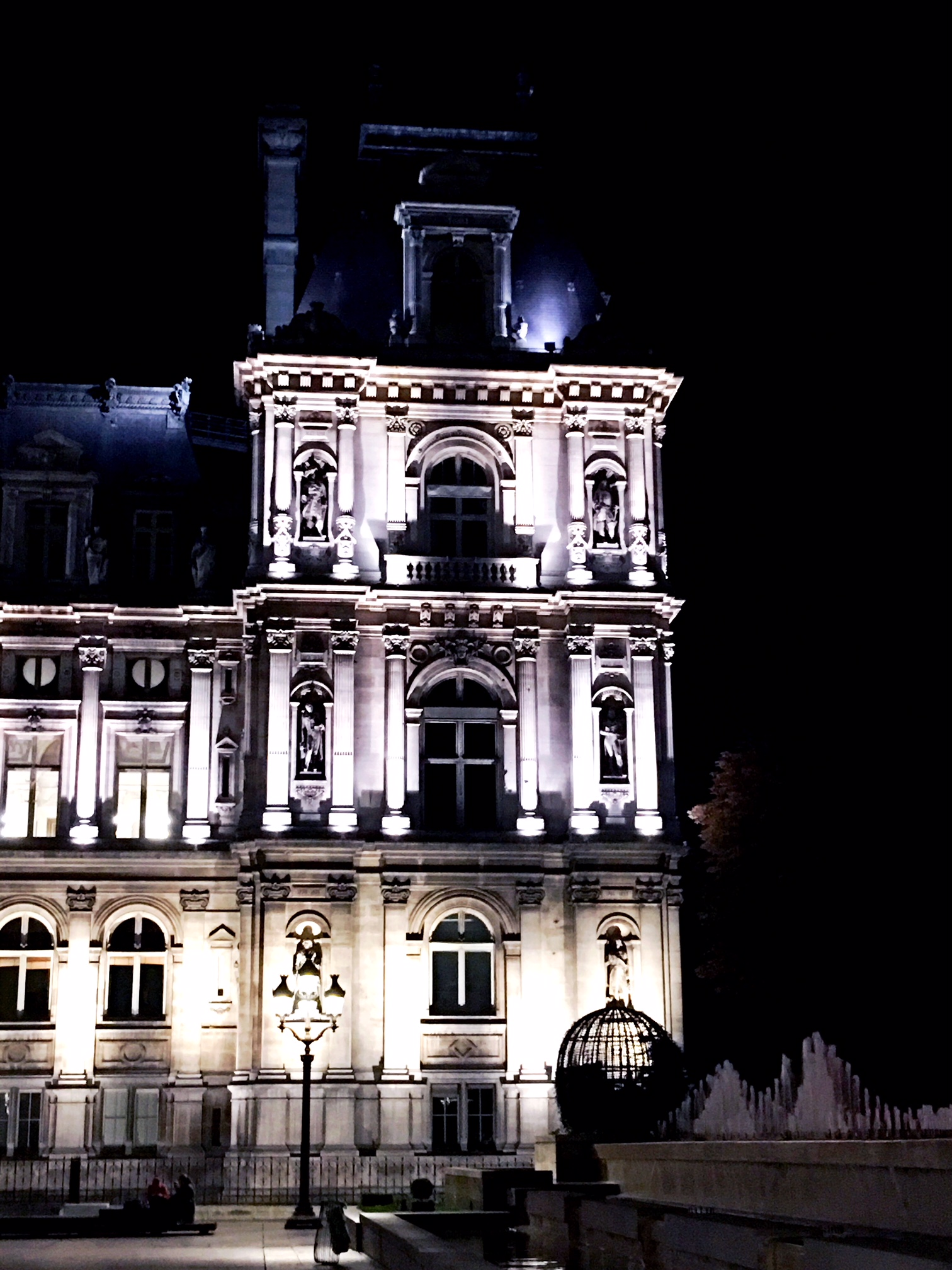 Paris Hotel de Ville at night