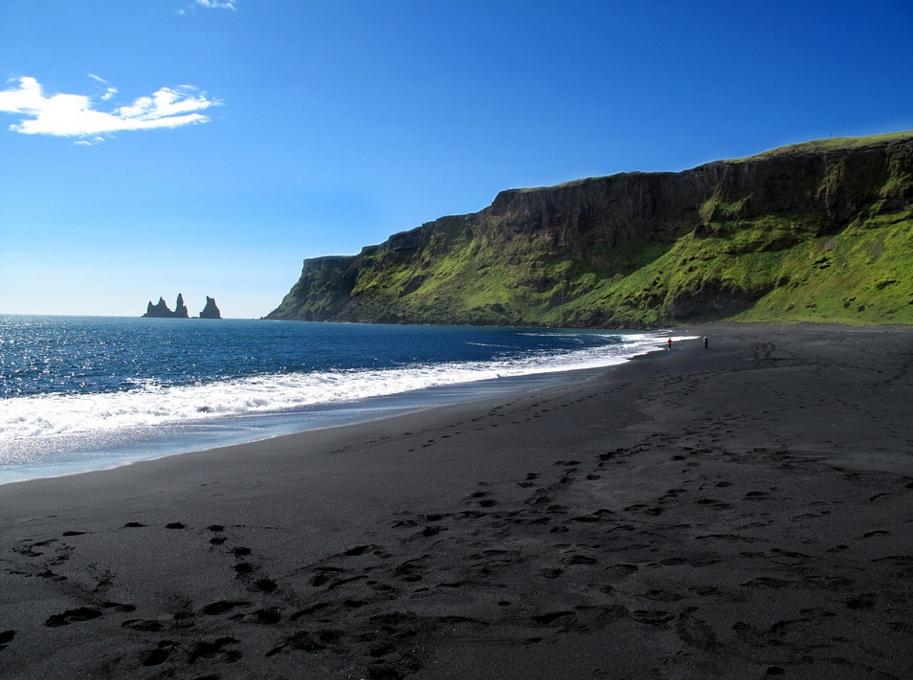 vulcano black sand beach