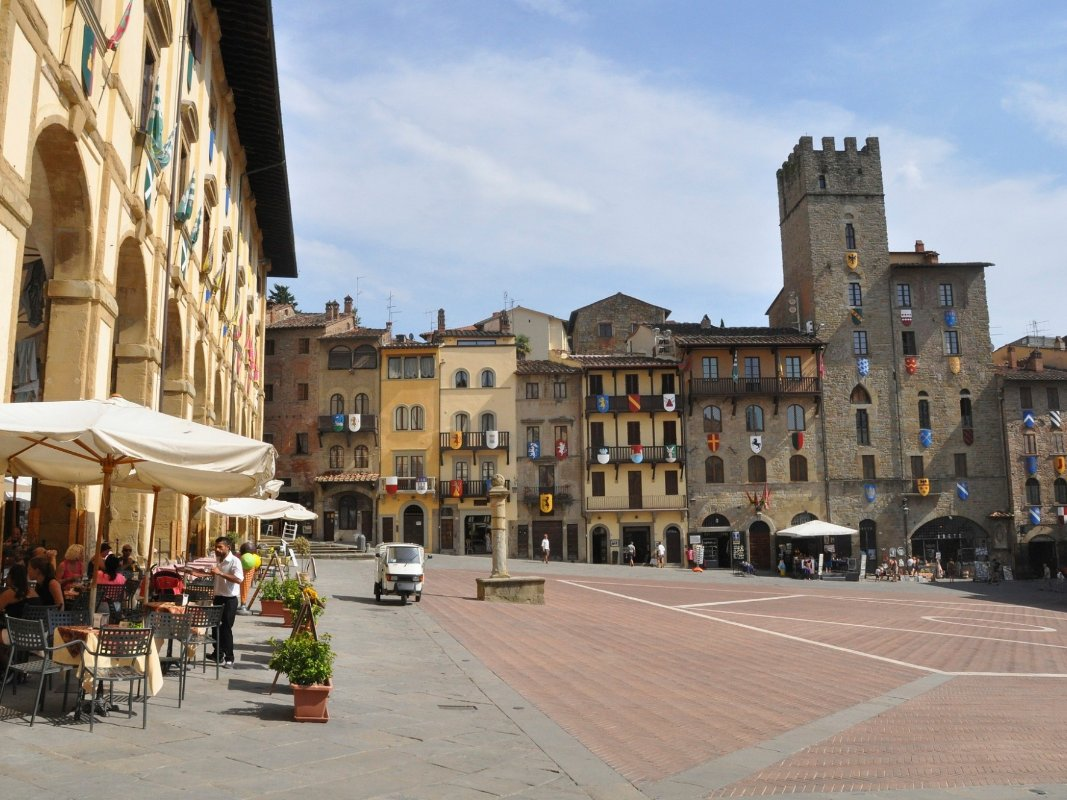 Learn expert tips about makeup beauty travel at corinna b for Idea casa arezzo