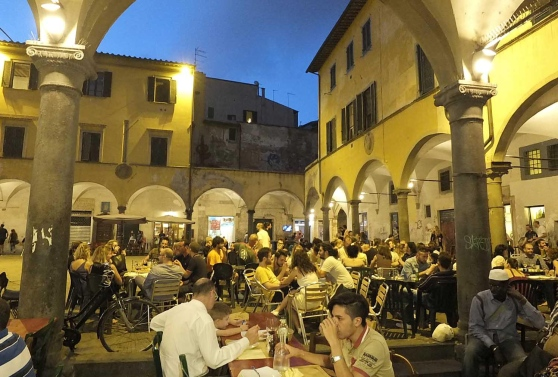 Piazza vettovaglie by night