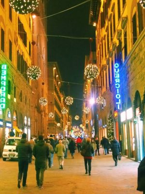 Florence at night in December. The tourists are gone, it's just the locals, the Christmas lights and the Christmas spirit