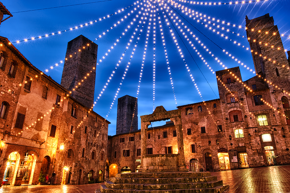 Christmas in San Gimignano, Italy. Learn about Christmas traditions in Italy, and why you need to visit Italy in December