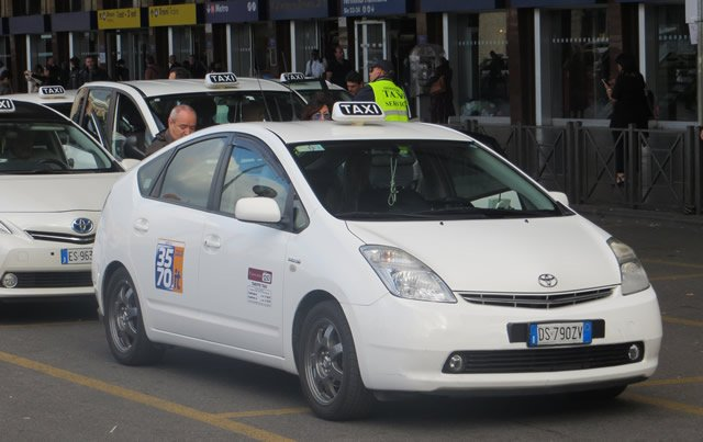 taxis at Rome Fiumicino Airport