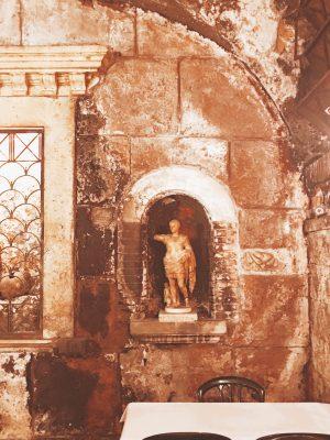 ruins of teatro pompeo, 55 B.C.