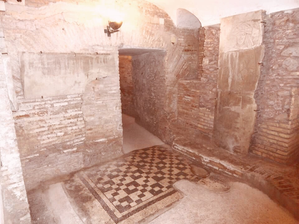 2000 year old roman homes below the current city of Rome