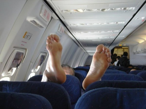 bare feet on airplane