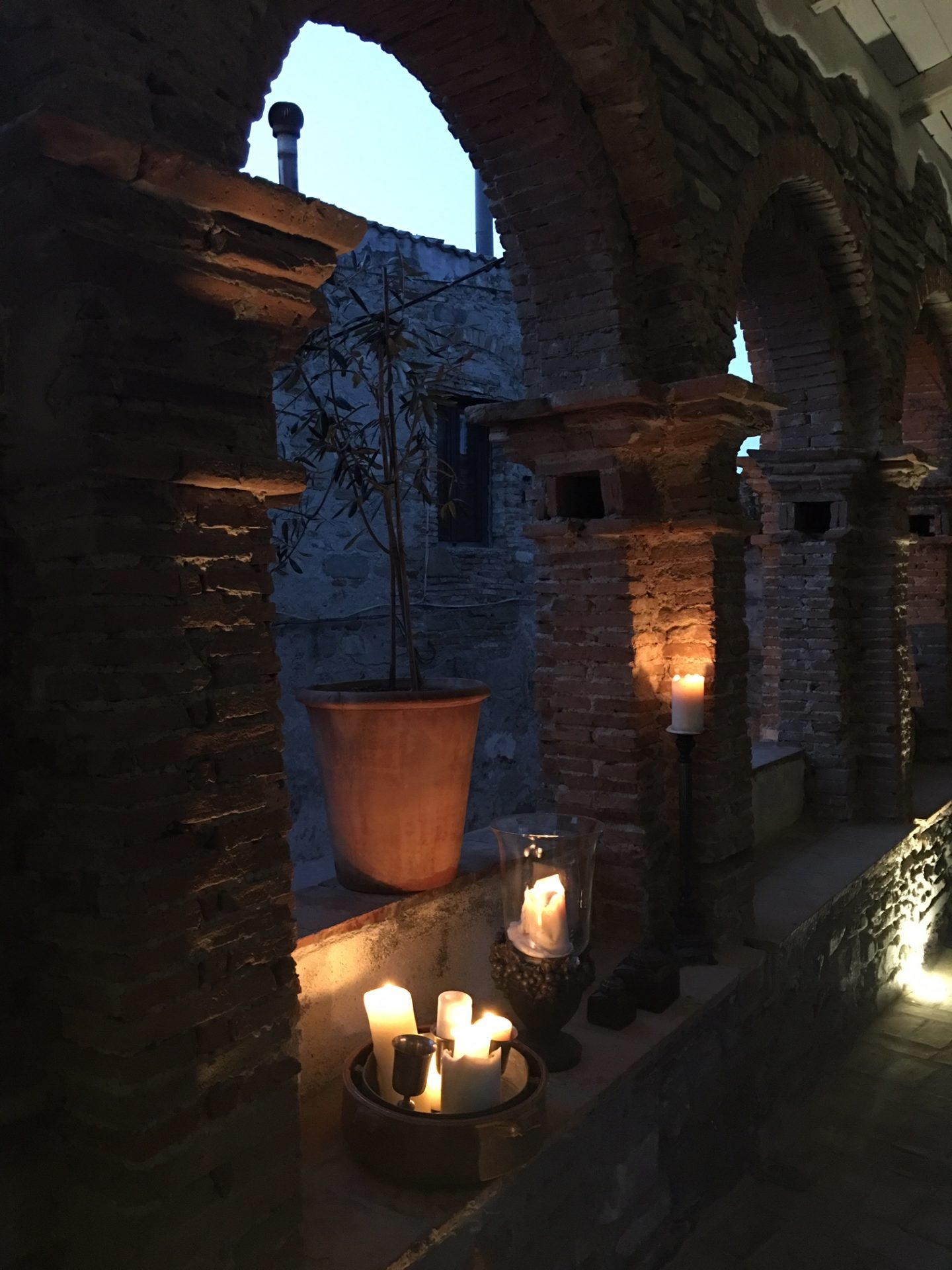 candlelit archways at night at the Mandarin, Orangery Retreat, La Rabatana