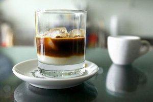 caffe con ghiaccio con latte di mandorla in lecce italy